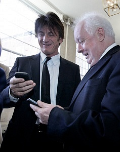 7/3/2014 2014 Front Line Defenders Award. American actor and founder of J/P Haitian Relief Organisation, Sean Penn, exchanges phone numbers with Irish film director Jim Sheridan after he presented the 2014 Front Line Defenders Award to Noorzia Faridi of women's rights group SAWERA, by today at City Hall in Dublin. The organisation which operates in the tribal regions of Pakistan empowers women to claim their indepenence and their rights. Photo: Mark Stedman/RollingNews.ie
